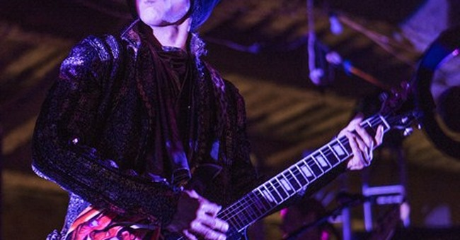 Prince performs Valentine's Day set for star-studded crowd