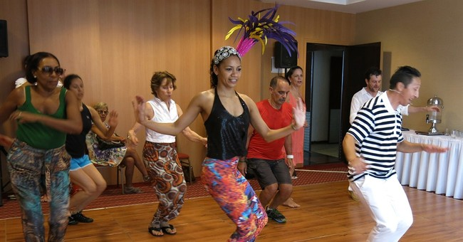 Foreigners in Rio take crash course in samba for Carnival