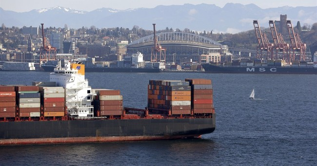 Top US labor official arrives as West Coast ports back up
