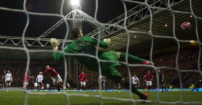 Column: Versatile Rooney is smart move for Man Utd history