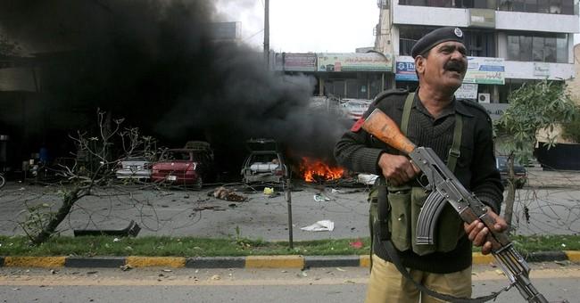 Suicide bombing kills 5 at Pakistan police complex