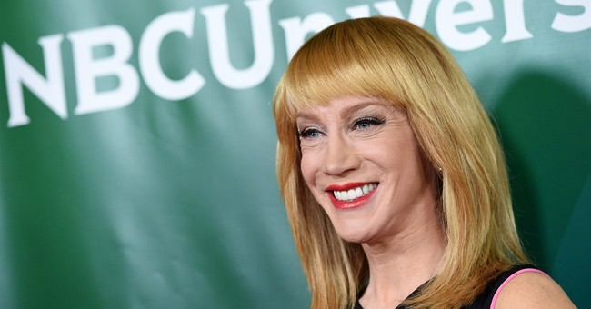 'Fashion Police' host Griffin gets Oscars red carpet ready