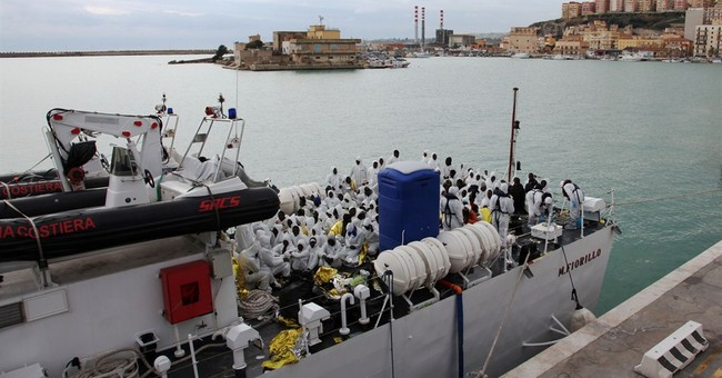 EU ready to beef up Med migrant mission, offers aid to Italy
