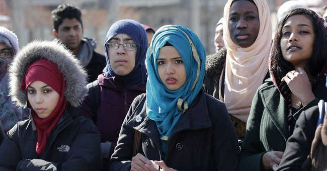 Obama aims to show Islam, Western communities can coexist