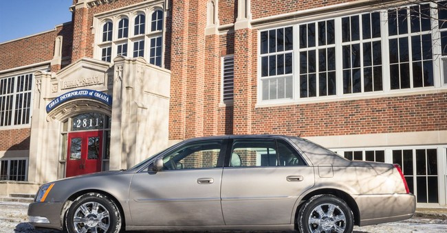 Buffett's 2006 Cadillac worth $12,000 auctioned for $122,500