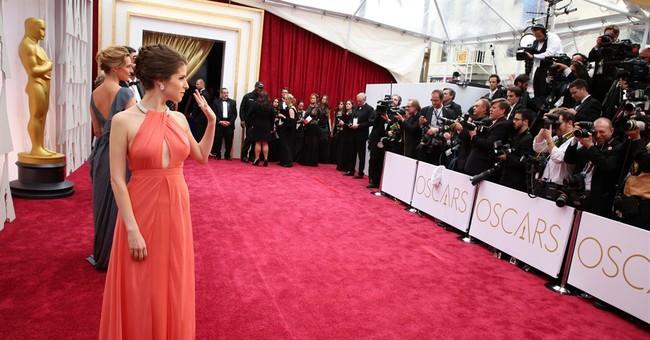 SHOW BITS: Anna Kendrick gets Oscar bleacher fans swooning