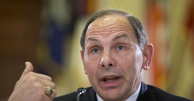 VA secretary apologizes for misstating military record