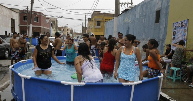 AP PHOTOS: Peruvians battle the heat with plastic pools