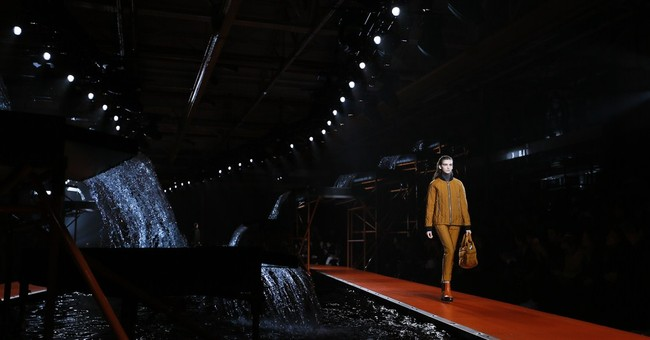 Burberry hosts starry show at London Fashion Week