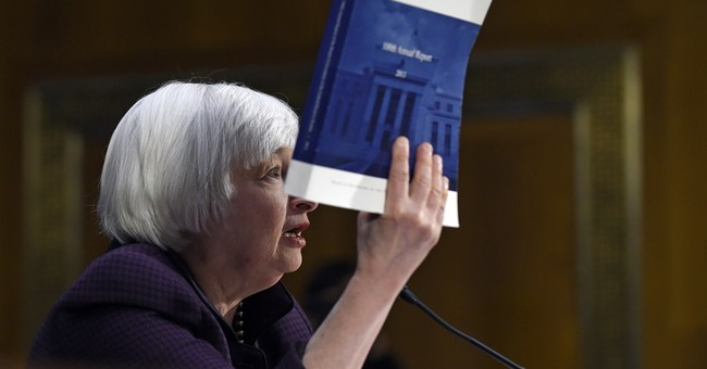 Yellen navigates tricky path on interest rates
