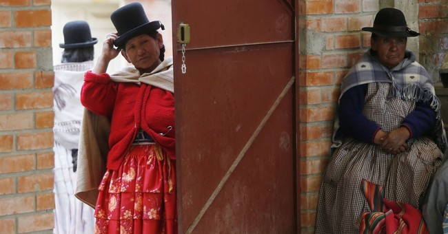 AP PHOTOS: Bolivian grandmothers stay fit with handball