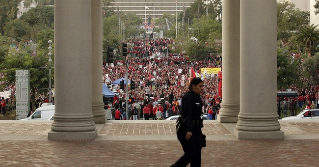 LA teachers, union leaders rally amid stalled talks