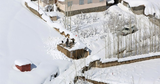 Desperate Afghan avalanche survivors await rescue on roofs