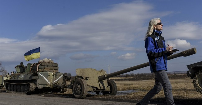 Ukraine government forces, rebels withdraw heavy weapons