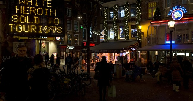 Amsterdam warns tourists white heroin being sold as cocaine