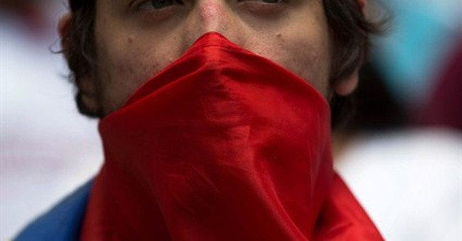 Venezuela to shrink US Embassy staff, require tourist visas