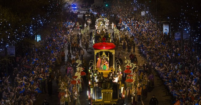 Man acting Epiphany king in Spain dies as throne hits cable