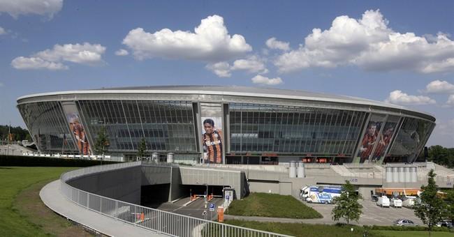 Fighting in eastern Ukraine displaces Donetsk's soccer team