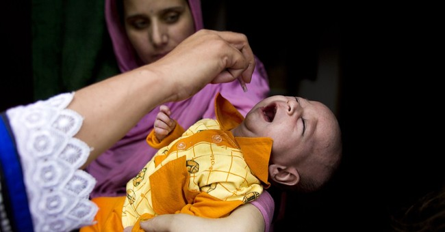 Pakistan police arrest parents refusing kids' polio vaccine
