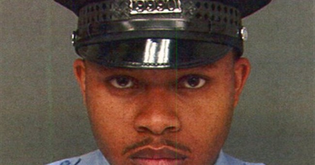 Philadelphia officer shot dead while trying to stop robbery