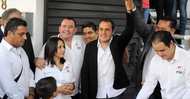 Soccer star Cuauhtemoc Blanco jumps into Mexican politics