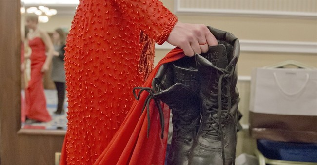 Rebel pageant: Ukrainian fighters trade in boots for heels