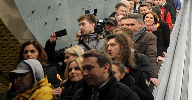 Crowds take first ride on Warsaw's new subway line