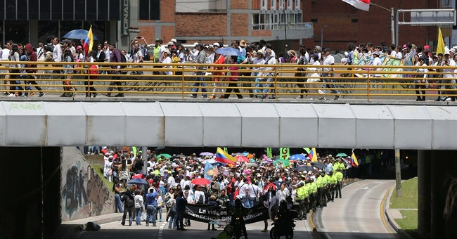 Thousands of Colombians rally in support of peace deal