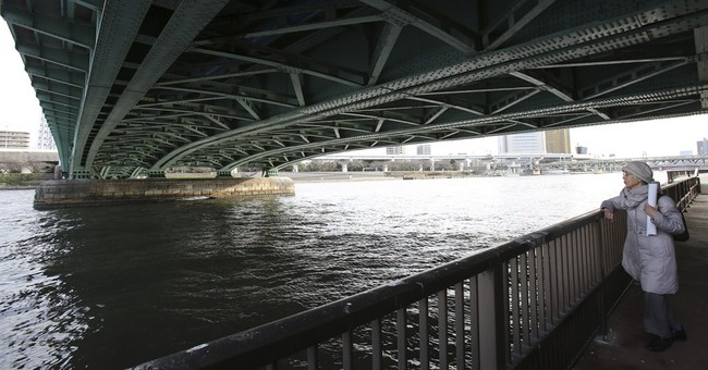 WWII memory: Lives lost, saved under Tokyo bridge in bombing