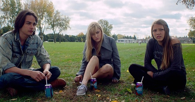 Review: A teenage girl's nightmare realized in 'It Follows'