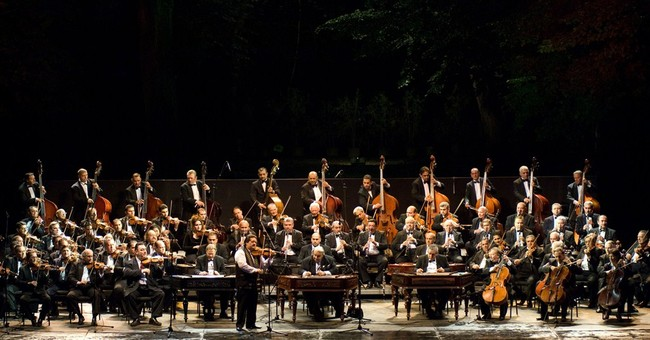 Rival Hungarian Gypsy orchestras in dispute over name