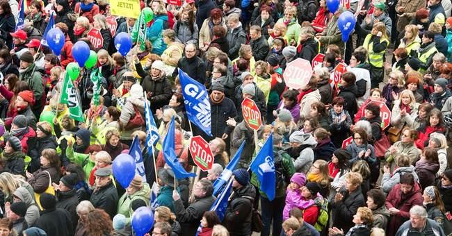 German public service employees strike third day