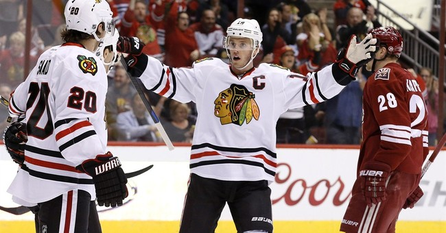 Richards, Shaw lift Blackhawks over Coyotes 2-1