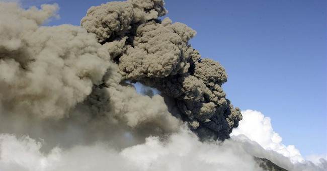 Costa Rican airport reopens after volcano eruption