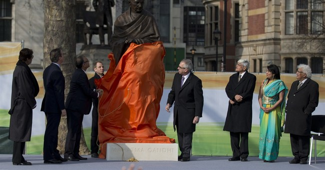 UK's Cameron unveils statue of Indian leader Gandhi