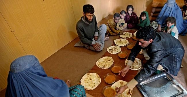 Thousands of Afghan refugees facing harassment flee Pakistan