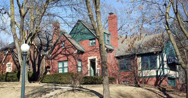Buffett's childhood home offered for his annual meeting