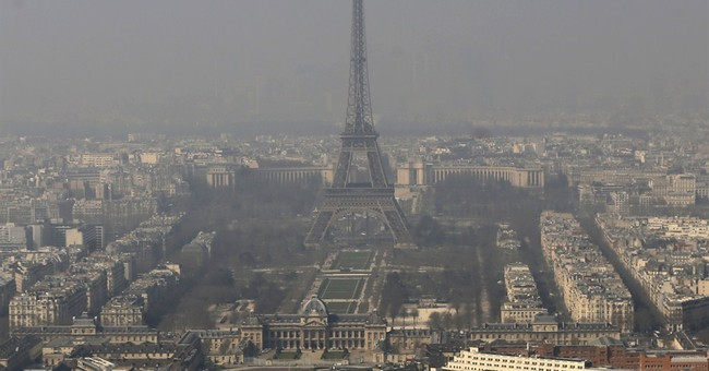 Paris police lower speed limits amid spike in air pollution