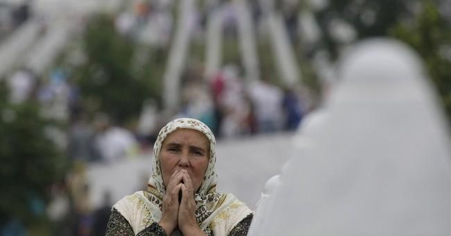 8 Serb suspects in Srebrenica massacre get 30-day detention