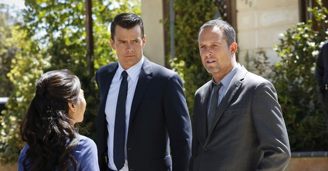 Dean Winters and Josh Duhamel, cracking cases as they clash