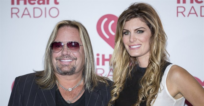 Vince Neil suing consultant over control of Internet pages