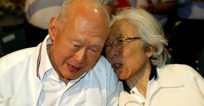 Singaporeans mourn death of founding father Lee Kuan Yew