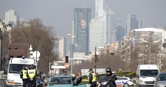 Paris alternates traffic to reduce choking smog levels