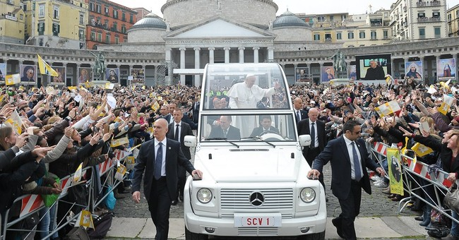 Pope finally gets his pizza _ albeit hand-delivered