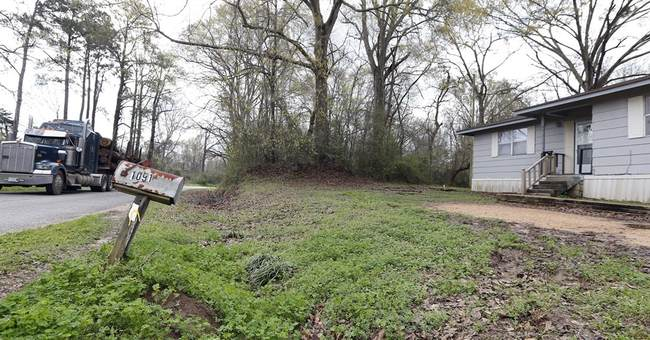 FBI continues investigation into Mississippi hanging death
