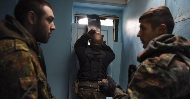 Clashes rage in Ukrainian town, making mockery of truce