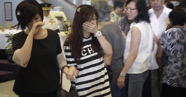 Lee Kuan Yew lies in state as Singaporeans bid farewell