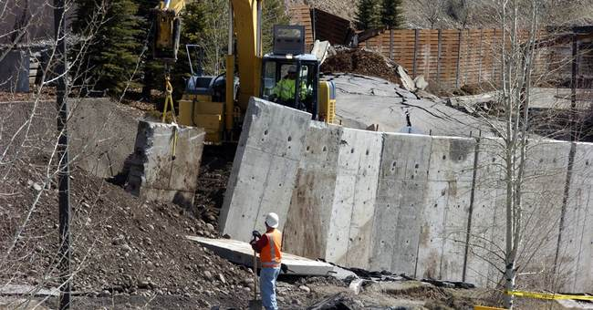 Talks to fix Wyoming landslide move slowly as ground itself