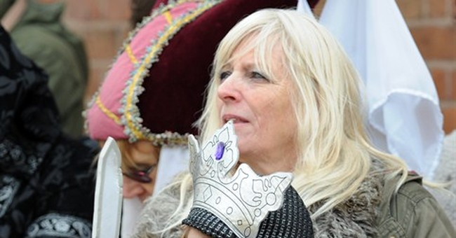 Royals, Cumberbatch help bury comeback King Richard III