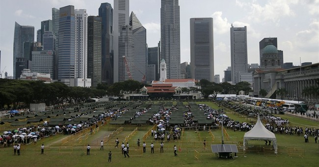 Image of Asia: Waiting to pay respects to Singapore's Lee
